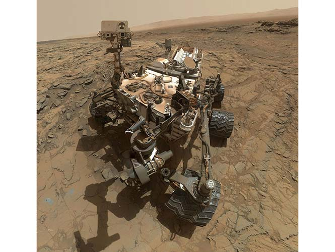 Όλοι βγάζουμε πορτραίτα του εαυτού μας αλλά σχεδόν κανείς μας με φόντο στον πλανήτη Άρη