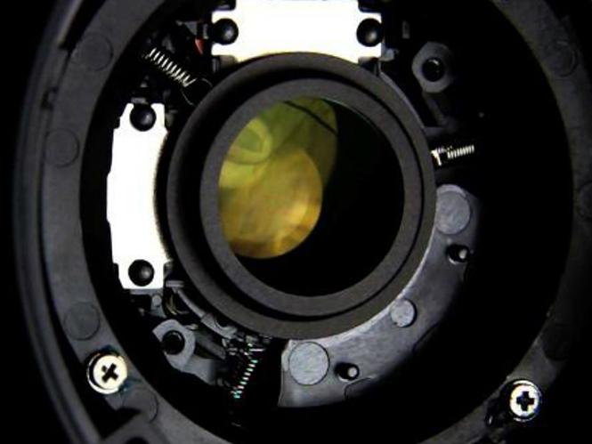 Δείτε πως λειτουργεί ο μηχανισμός σταθεροποίησης σε έναν Canon EF-S 18-55mm IS