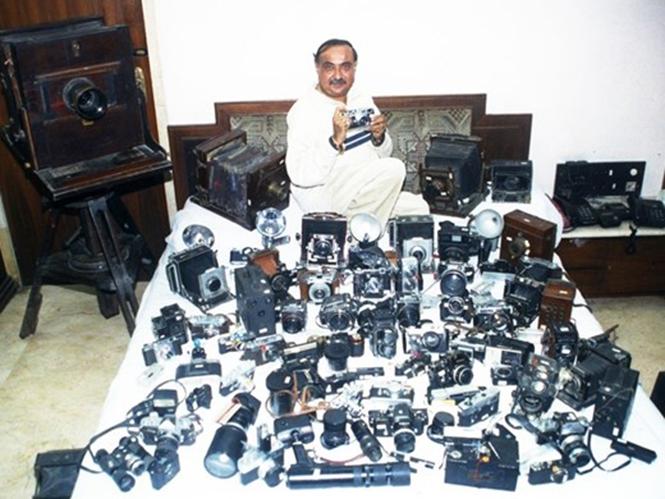 Φωτορεπόρτερ μπαίνει στο Βιβλίο Guinness με τη συλλογή 4.425 φωτογραφικών μηχανών