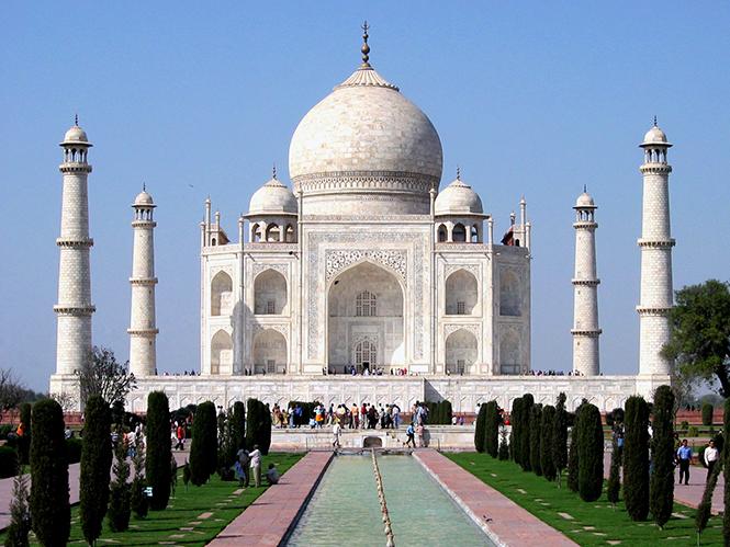 Η Μις Υφήλιος αντιμετωπίζει πρόστιμο και φυλάκιση για φωτογράφιση της στο Taj Mahal