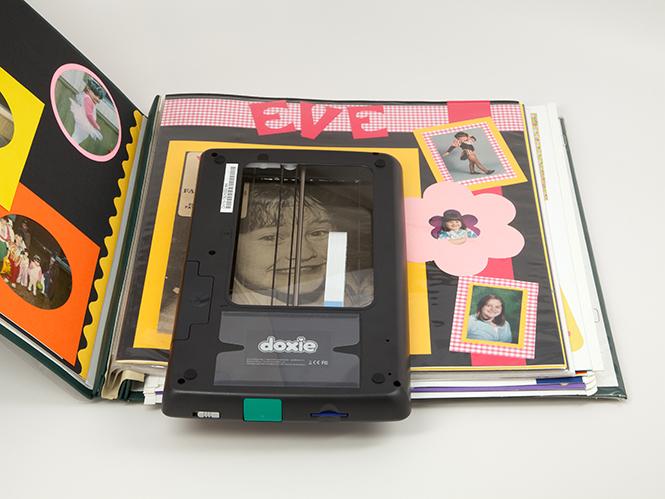 Doxie Flip, νέο φορητό scanner με διαφανή παράθυρο