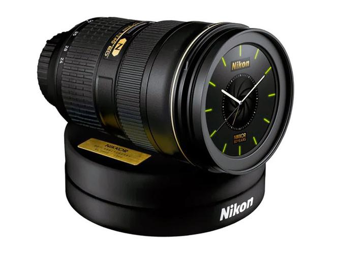 H Nikon Ιαπωνίας χαρίζει ένα ρολόι-φακό με ξυπνητήρι τον ήχο του κλείστρου της Nikon D4