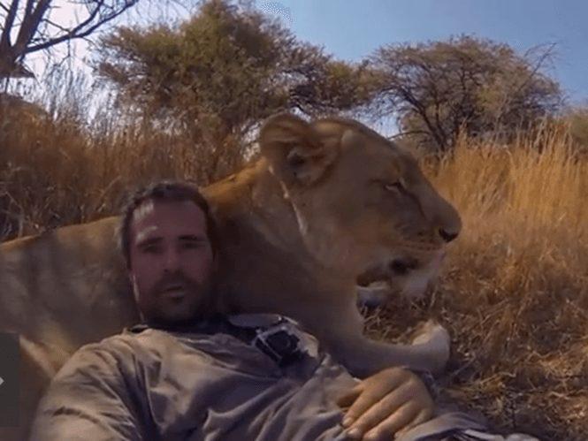 O Kevin Richardson μας ξεναγεί στην Αφρική με την βοήθεια της GoPro