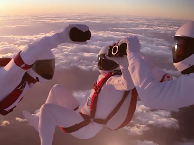 Μοναδικά πλάνα από τα γυρίσματα του διαφημιστικού της Sony με την αλλαγή φακού στον αέρα
