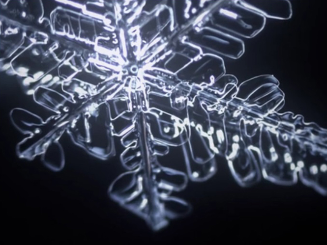 Time Lapse παρουσιάζει τον τρόπο με τον οποίο σχηματίζονται οι νιφάδες χιονιού