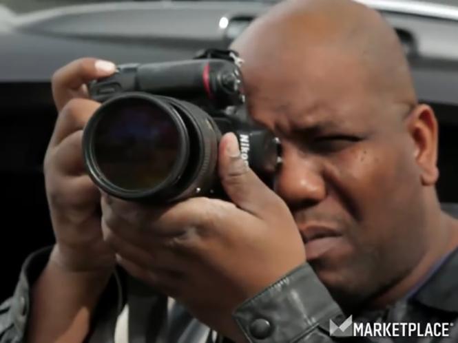 Πως είναι να είσαι paparazzi; Ακολουθήστε έναν στο μικρό video που ακολουθεί