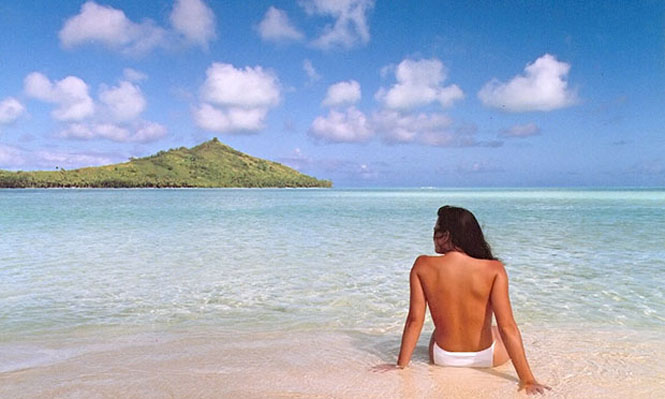 Jennifer in Paradise.tif ñ the first photoshopped pictureBrothers Knoll sent over their original Je