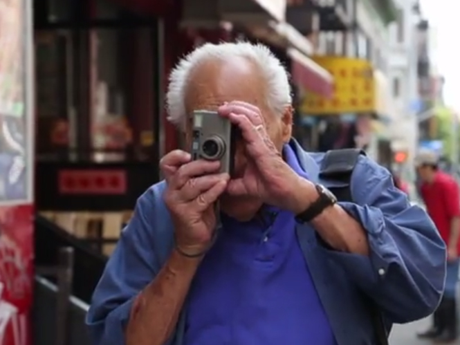 Victor Friedman: ένας κομμωτής με την κρυφή ζωή  ως φωτογράφος δρόμου