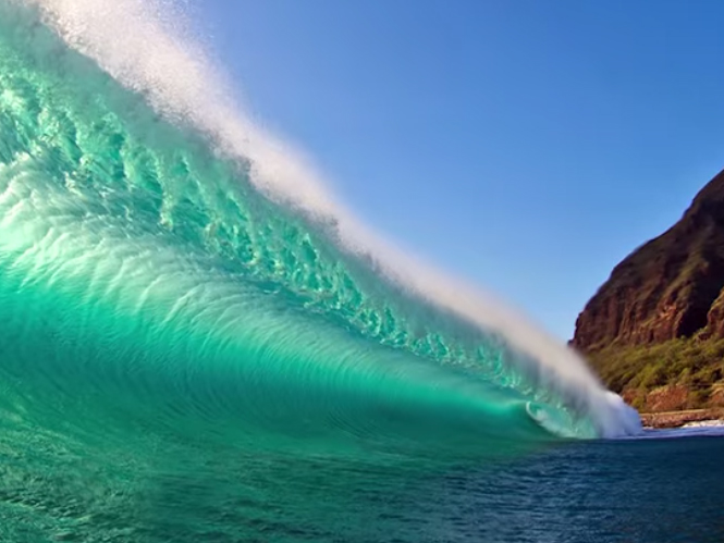 O φωτογράφος Clark Little φωτογραφίζει τα κύματα με μοναδικό τρόπο