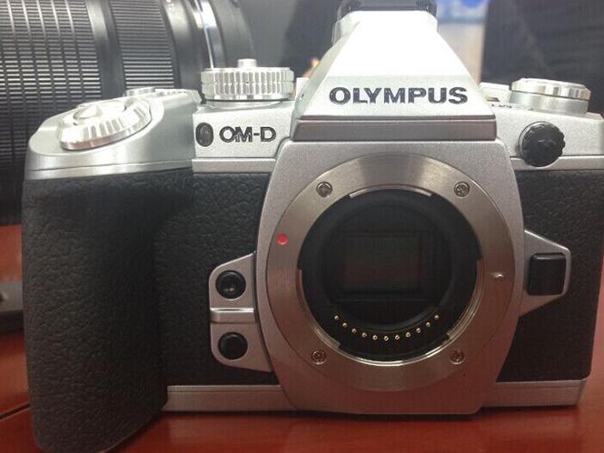 Η Olympus θα ανακοινώσει ασημί έκδοση της Olympus OM-D E-M1 και νέο Firmware;