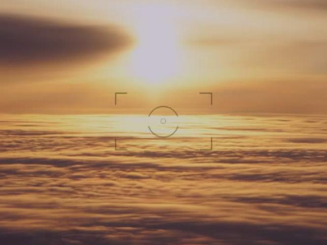 Φωτογράφος κυνηγάει το ηλιοβασίλεμα γύρω από την Γη