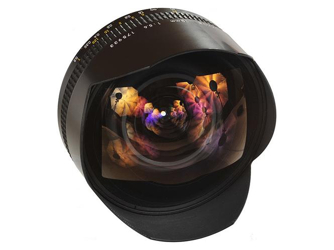 Στα 24.500 δολάρια πουλήθηκε το Άγιο Δισκοπότηρο των φακών της Nikon