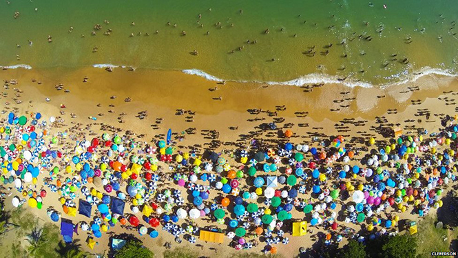 Praia da Bacutia em Guarapari, Espirito Santo, Brazil Praia da Bacutia em Guarapari, Espirito Santo, Brazil