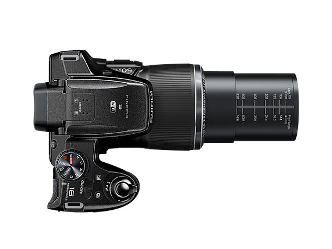 Fujifilm FinePix S9900W-2
