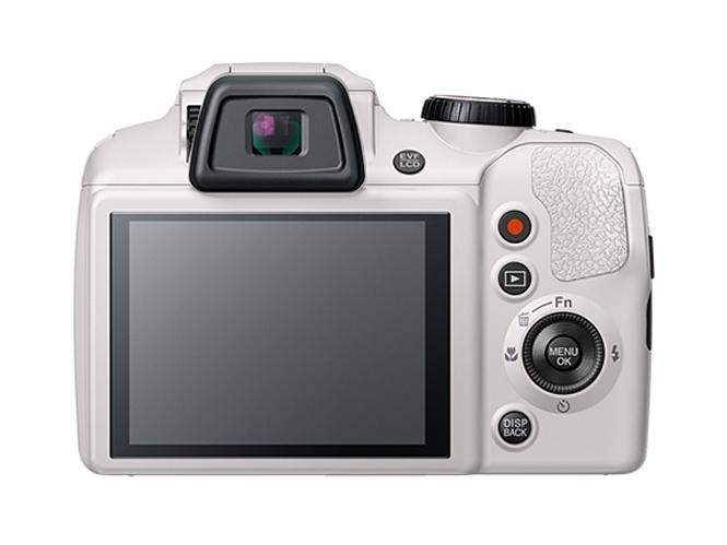 Fujifilm FinePix S9900W-7