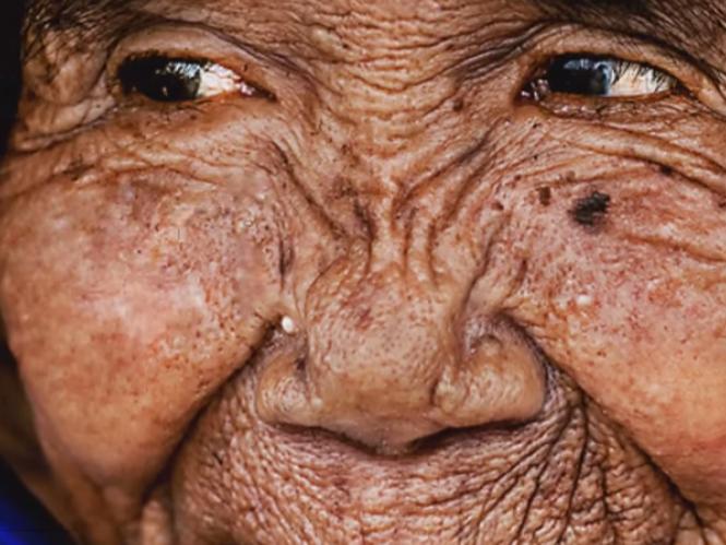 Video δείχνει την μετατροπή μίας γιαγιάς σε νεαρή κοπέλα στο Photoshop