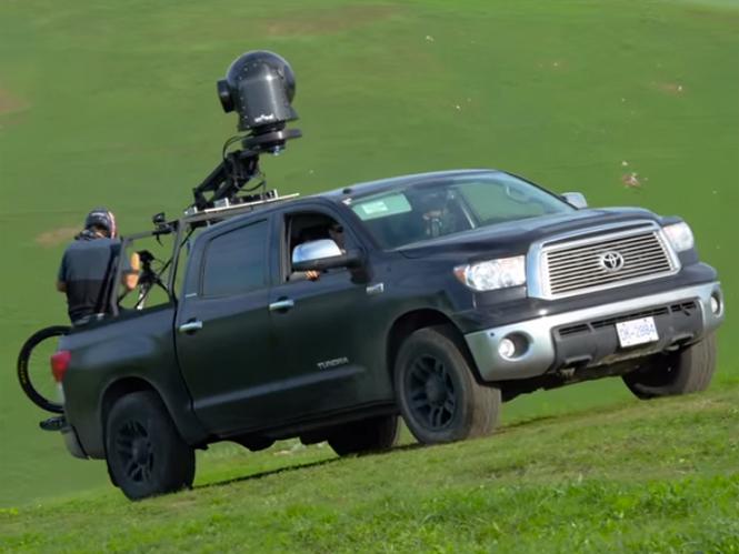 Για αυτό το video χρησιμοποιήθηκε ειδικό σύστημα αξίας 750.000 δολαρίων πάνω σε φορτηγάκι