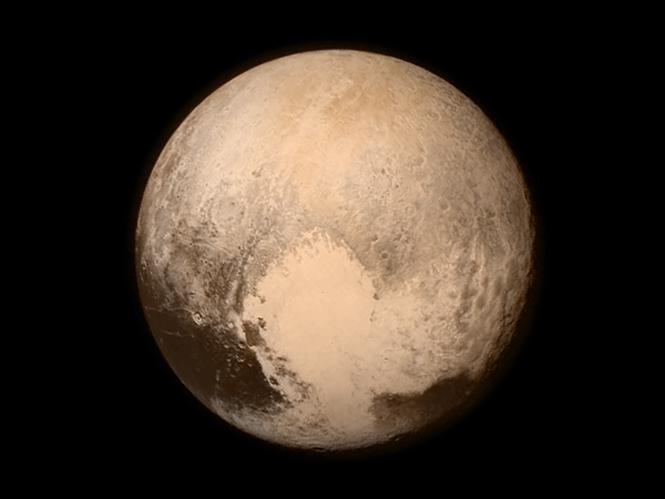 Η NASA δημοσιεύει την καλύτερη εικόνα του Πλούτωνα που έχουμε δει