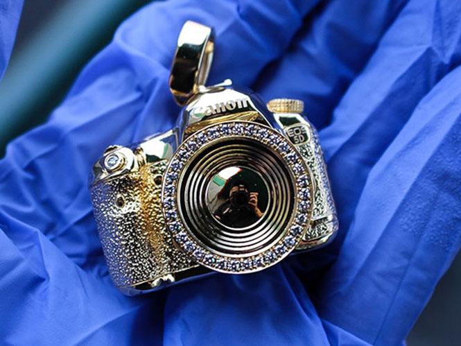 golden-camera-4