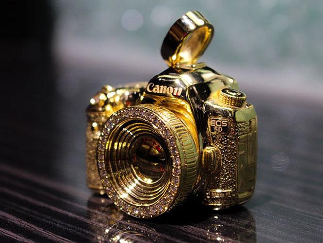 Αυτή η Canon κρεμιέται στον λαιμό σας και κοστίζει 7.500 δολάρια