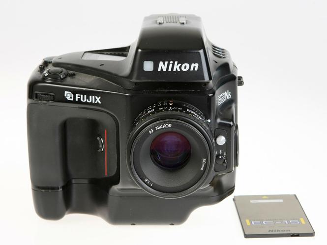 Στο ebay συλλογή 75 μηχανών/αντικειμένων της Nikon σε εξωφρενική τιμή