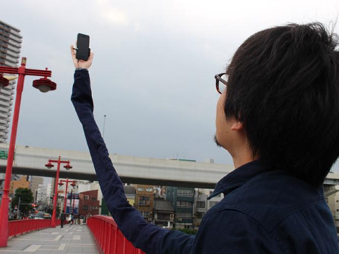 Αυτό είναι το πιο αστείο selfie stick στον κόσμο;