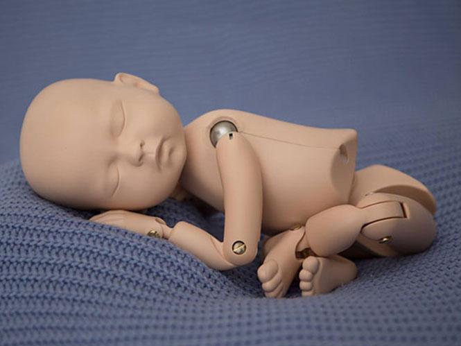 StandInBaby, το εκπαιδευτικό ομοίωμα μωρού για τους φωτογράφους μωρών