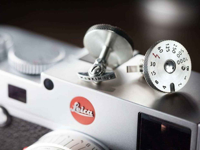 Leica: παρουσιάζει μανικετόκουμπα και μενταγιόν, αντιγραφή του επιλογέα ταχύτητας κλείστρου