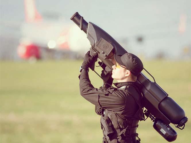 "SkyWall100, ένα ""μπαζούκα"" για να κατεβάζεις drones από τον ουρανό"