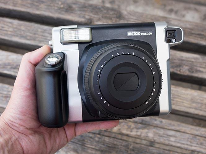 Fujifilm Instax Wide 300, hands on με την μεγάλη instant μηχανή της Fujifilm