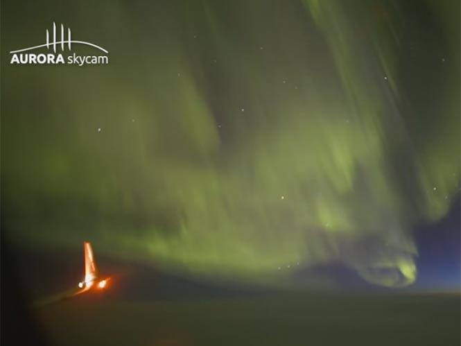 Καταγράφοντας το Βόρειο Σέλας από τα 36.000 πόδια με τη Canon ME20F-SH