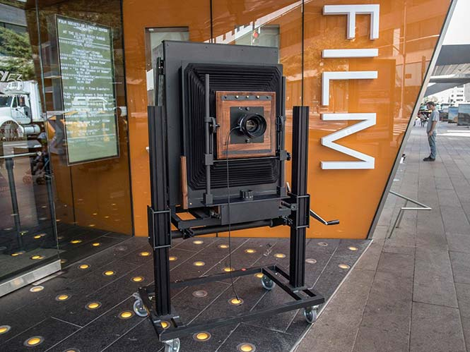 To 2017 θα είναι το τέλος για το μεγάλου φορμά Instant film, Polaroid 20 x 24