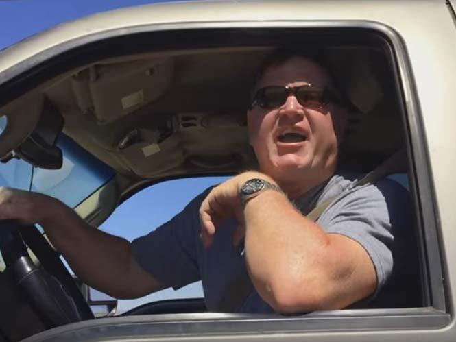 Τρελός άντρας αποπειράθηκε να πατήσει με το αυτοκίνητο του ένα φωτογράφο (video)
