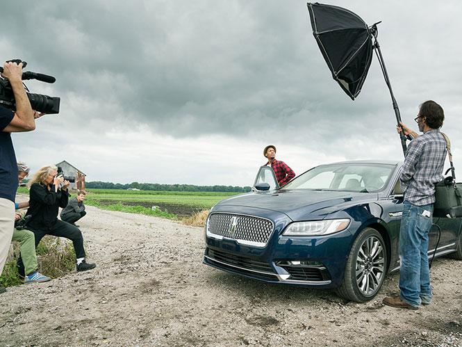 Annie Leibovitz: Φωτογραφίζοντας το νέο αυτοκίνητο της Lincoln
