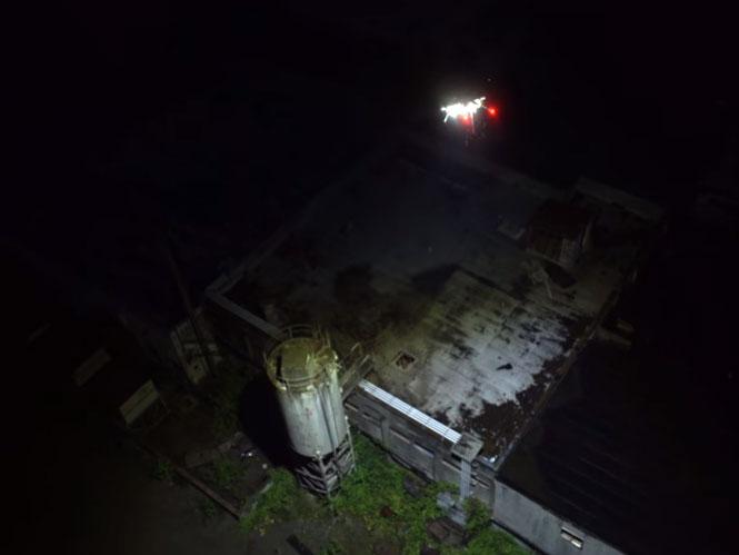 Προσαρμόζοντας LED των 1000 Watt σε drone