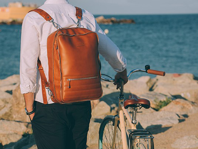 48Hr Switch: Μία φωτογραφική τσάντα που είναι και πλάτης και messenger