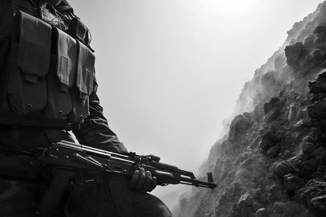 Paolo Pellegrin, Κούρδοι Στρατιώτες peshmerga με την υποστήριξη τανκ και αμερικανικών ειδικών δυνάμεων κατά τη διάρκεια επίθεση στη Bashiqa, τελευταίο σημαντικό μέρος του ISIS στη Κουρδική περιοχή. Ιράκ 2016