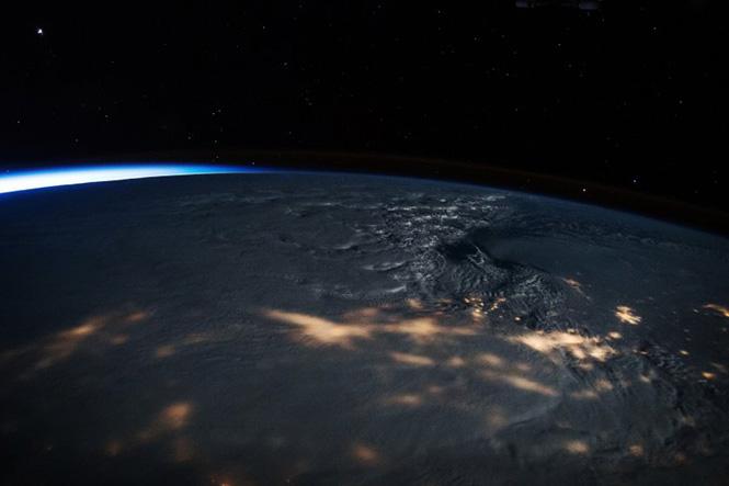 Η χιονοθύελλα που σκέπασε την Ανατολική Ακτή των Η.Π.Α. όπως φαίνεται από τον Διεθνή Διαστημικό Σταθμό στις 23 Ιανουαρίου 2016. Scott Kelly—NASA