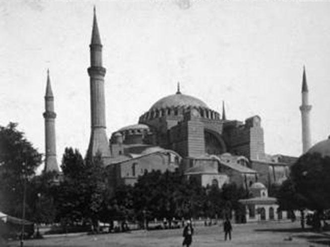 """Έκθεση Φωτογραφίας """"Η Κωνσταντινούπολη των Jean Pascal Sebah & Polycarpe Joaillier"""""""