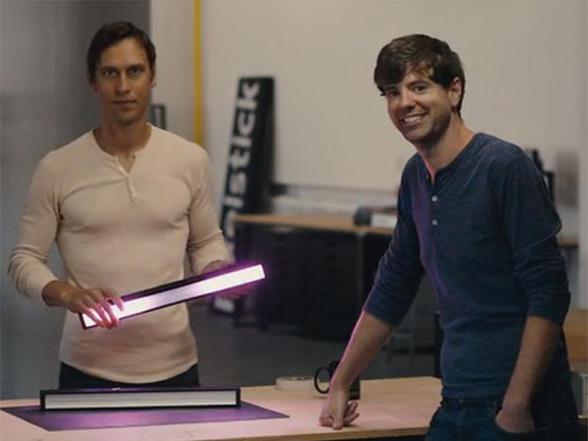 To Colorspike είναι ένα πολύχρωμο LED σπαθί για φωτογράφους με έλεγχο από smartphone
