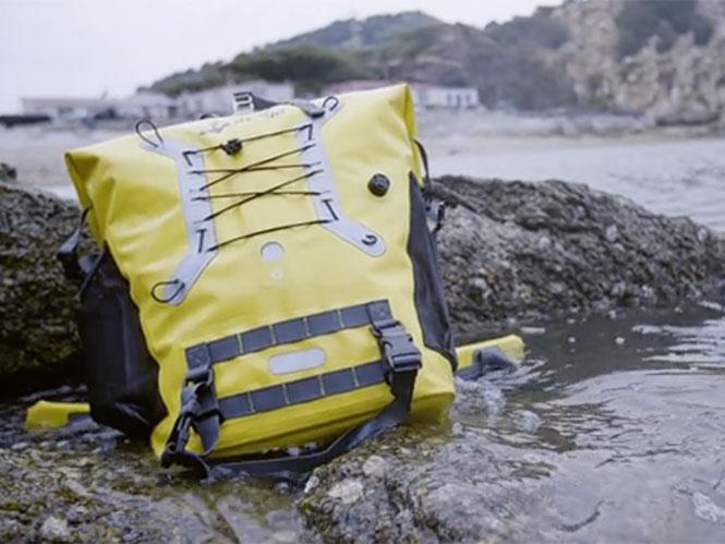 e267ff994a Η Inrigo φαίνεται ότι είναι μία μοναδική αδιάβροχη τσάντα πλάτης που εκτός  από το ότι κρατάει στεγνό τον εξοπλισμό σας