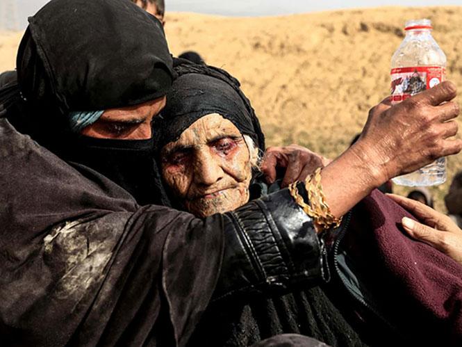 The Guardian: Φωτογράφος της χρονιάς η Zohra Bensemra