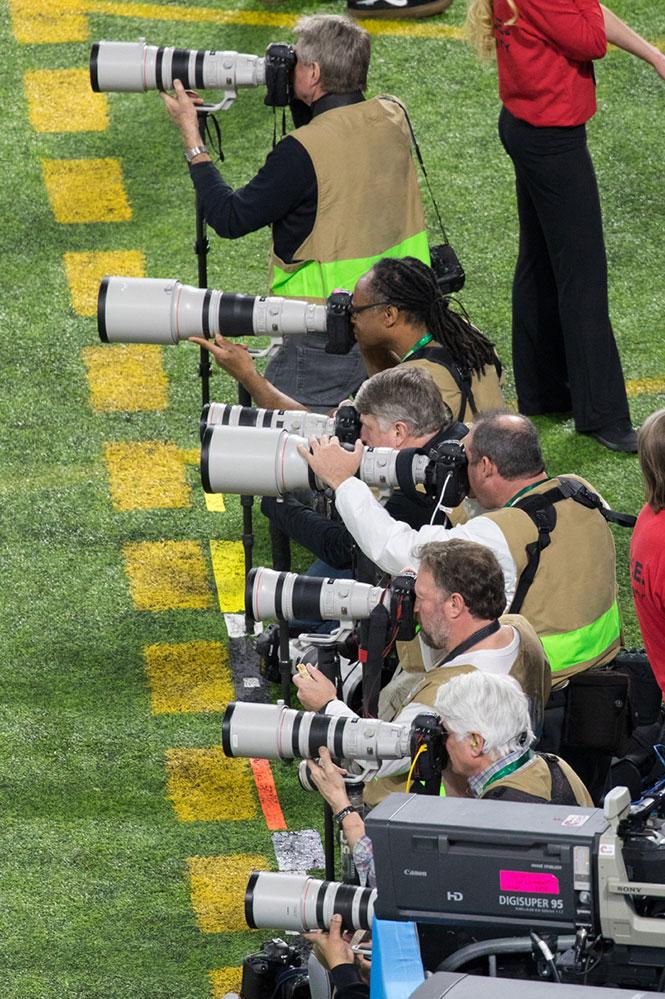 Canon με αφορμή το Super Bowl: Eίμαστε το νο1 στις μηχανές που αλλάζουν φακό
