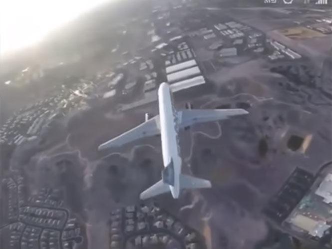 Xειριστής drone τερματίζει την βλακεία καταγράφοντας αεροπλάνο κατά την προσγείωση του;