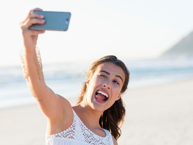 Οι selfies αυξάνουν τις πλαστικές χειρουργικές στο πρόσωπο. Δείτε γιατί!