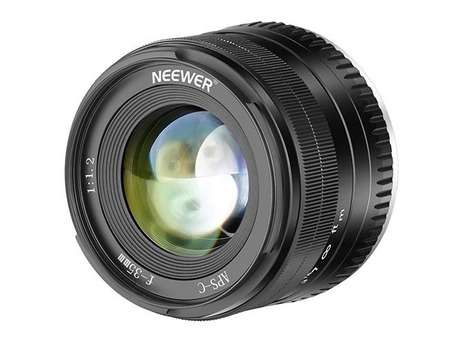 Neewer: Διαθέτει φακό στα 35mm με f/1.2
