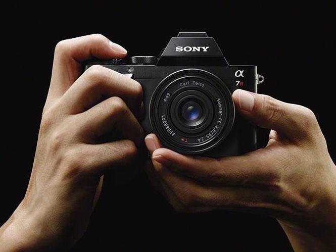 Οι φίλοι της Sony έχουν παράπονα από το grip των mirrorless μηχανών της;