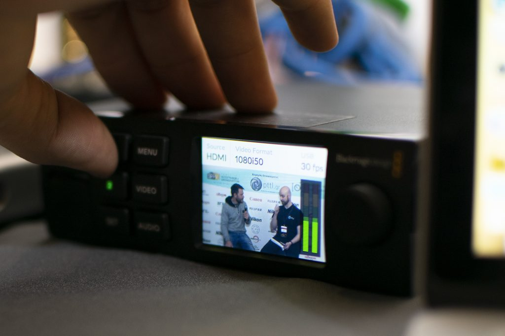 Angle of View: Για πρώτη φορά YouTube ζωντανή εκπομπή από φωτογραφικό εκθεσιακό χώρο!