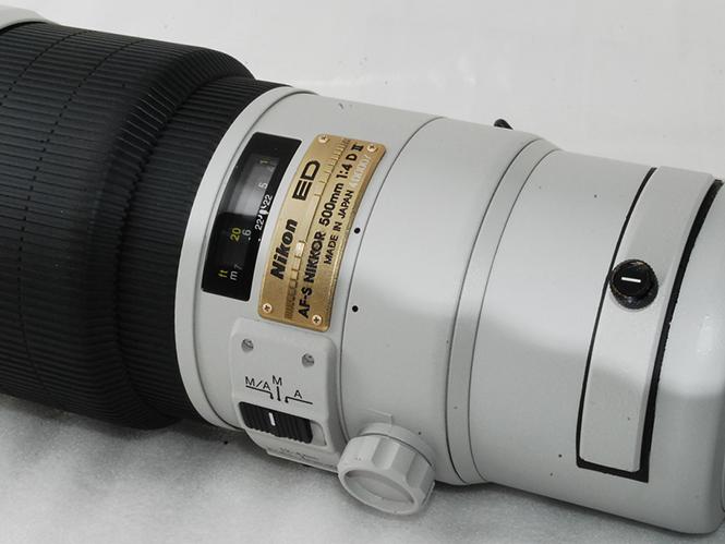Σπάνιος γκρί φακός της Nikon πωλείται στο ebay προς 3.345 δολάρια