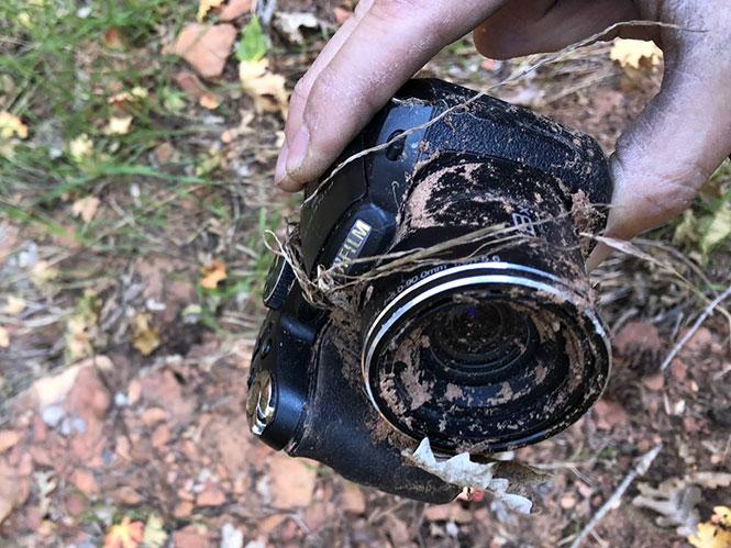 Φωτογράφος βρήκε την ιδιοκτήτρια μίας χαμένης μηχανής μέσω του YouTube